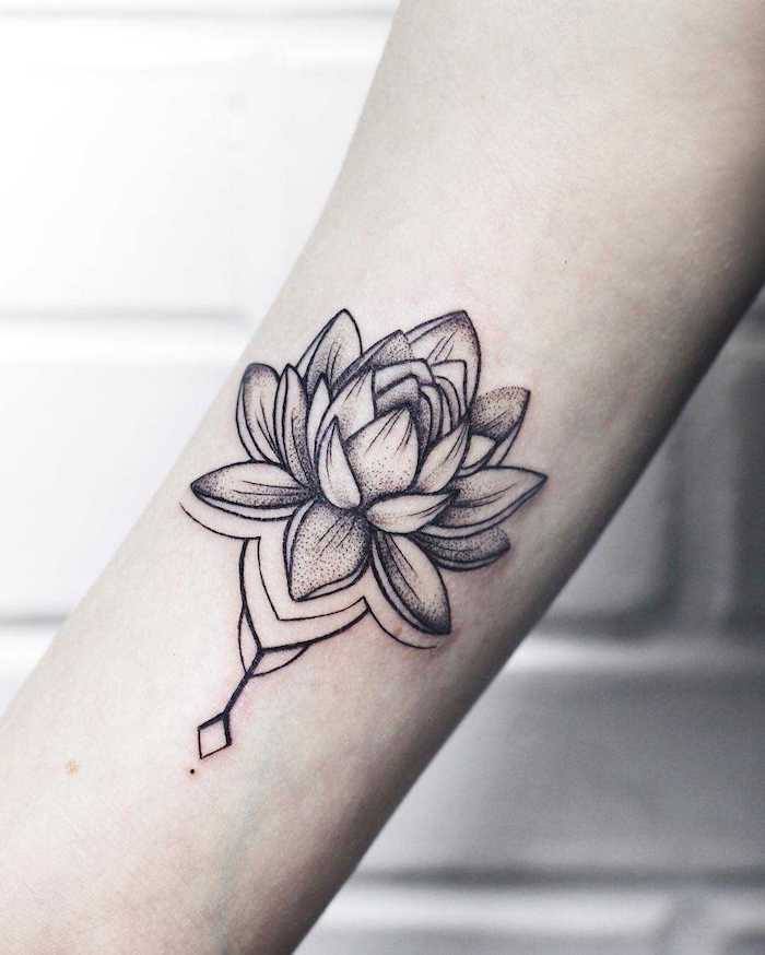 Volume dessin respectant les perspectives, tatouage epaule, belle photo tatouage fleur de lotus