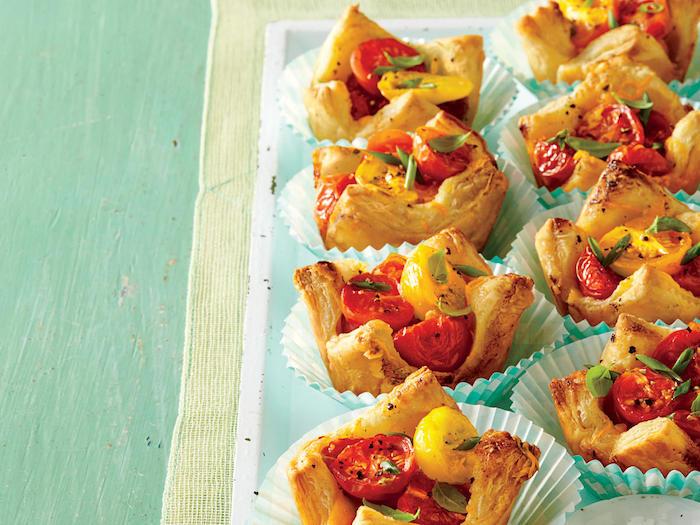 comment faire des muffins salés avec des tomates cerise et basilic, recette avec pate feuilletée salée