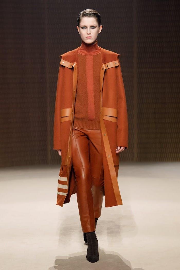 Orange manteau et tailleur cool tenue chic femme, manteau femme hiver 2019 2020 tendances