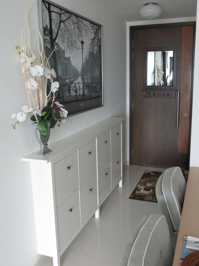 Vase avec orchidées blanches, comment élargir un couloir long et étroit, petit espace à décorer