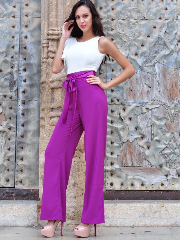 idée comment assortir les couleurs de ses vêtements pour mariage, modèle tenue mariage en pantalon rose et haut blanc