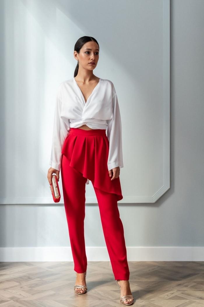 comment porter un pantalon à cérémonie mariage, tenue femme invitée en pantalon rouge design jupe avec blouse blanche