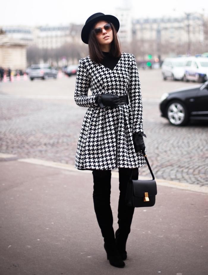 tendance automne hiver 2019 2020, tenue blanc et noir élégante femme avec accessoires capeline et sac à main noirs