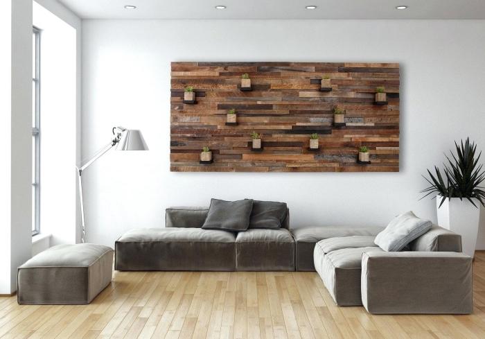 idée comment décorer un mur de pièce blanche avec revetement mural bois, exemple parement bois couleurs différentes
