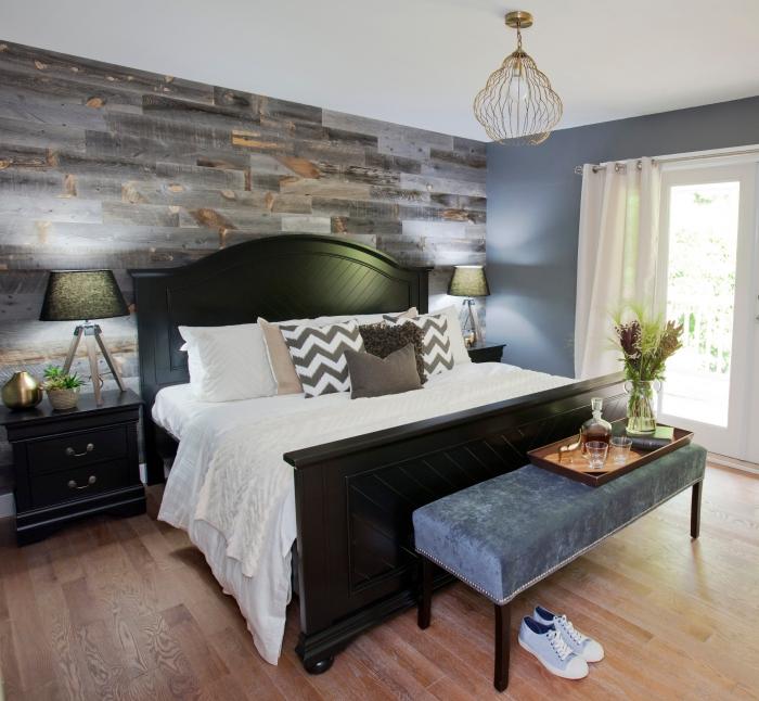 idée comment habiller un mur en bois, décoration murale bois avec planches grises, aménagement chambre adulte