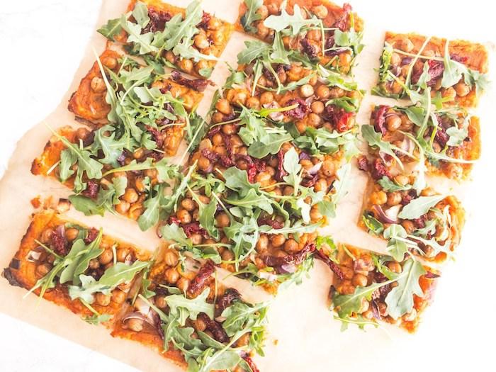 exemple apero vegetarien faicle a faire dans pate, pois chiche, tomates séchées, roquette sur purée de patates douces