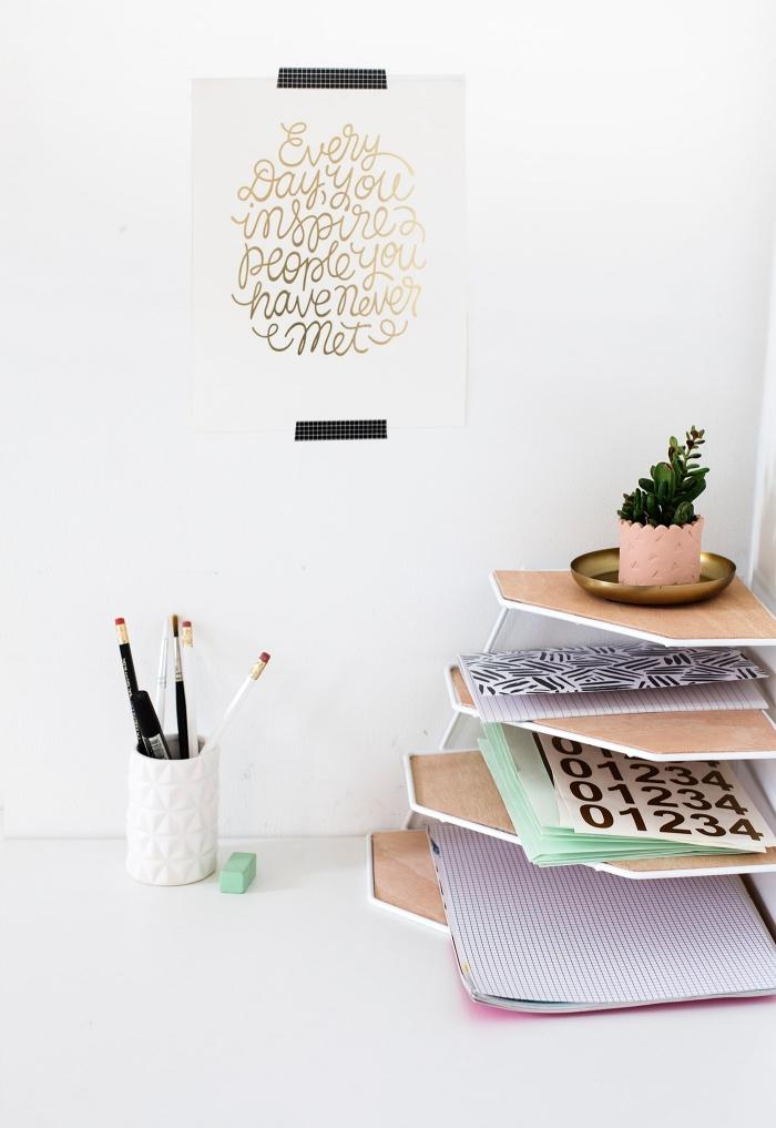 diy accessoire bureau, comment faire un rangement papier moderne en fil métallique et feuilles bois à étages