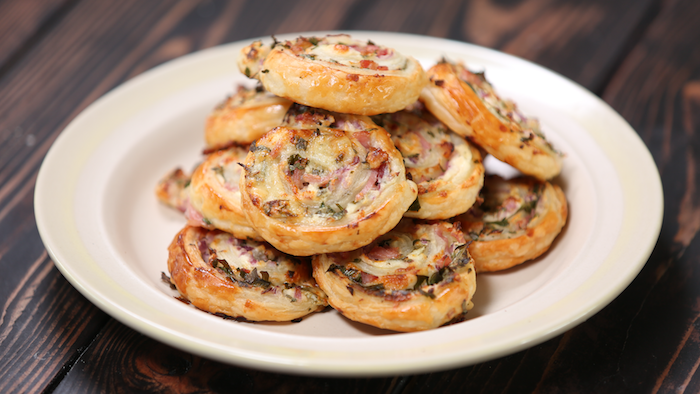 quelle recette feuilleté jambon fromage, exemple de petits escargots feuilleté, amuse bouche apéritif facile