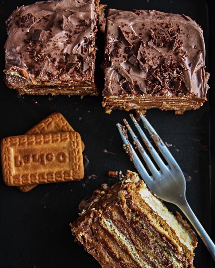 recette facile de gâteau au chocolat à base de biscuits, gateau sans cuisson aux biscuits, à la ganache au chocolat et au café