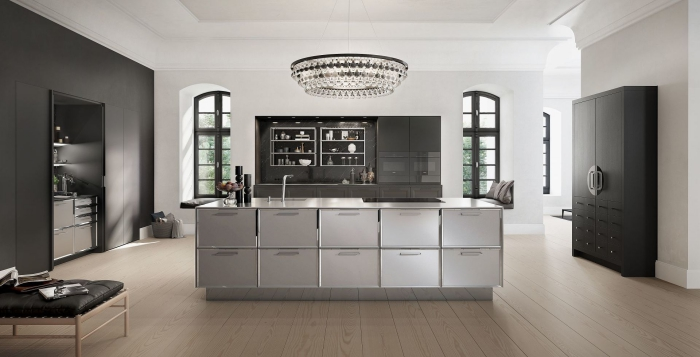 design cuisine ouverte avec îlot central, aménagement cuisine moderne aux murs blancs avec meubles rangement noir mate