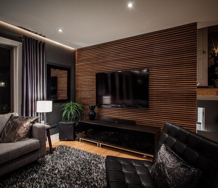 pièce moderne aux murs foncés avec plafond blanc suspendu à spots led, idée de décoration murale bois à lames horizontales