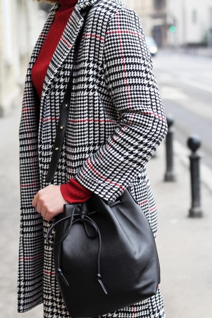 exemple comment assortir les couleurs de ses vêtements, tenue chic avec manteau tendance 2019 motifs pied de poule