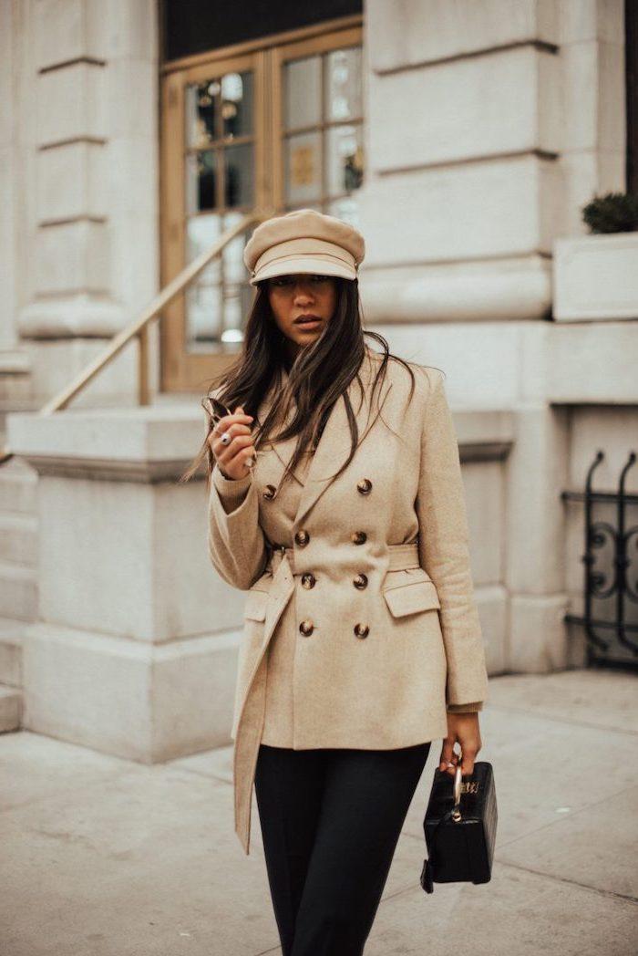 Beige couleur tendance 2019, les meilleures tendances 2019, manteau moderne avec pantalon classique noir