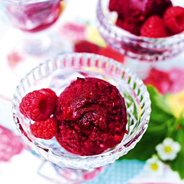 recette de sorbet aux fruits rouges congelés, dessert rapide sans cuisson idéal pour l'été, dessert glacé rafraîchissant à faire soi même