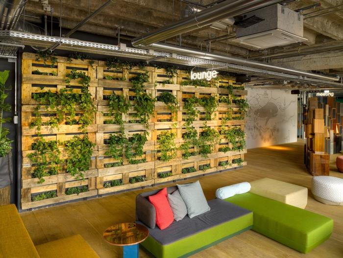 bricolage palette, idée que faire avec palettes, construction mur en palette recyclé, déco intérieur moderne en bois et vert