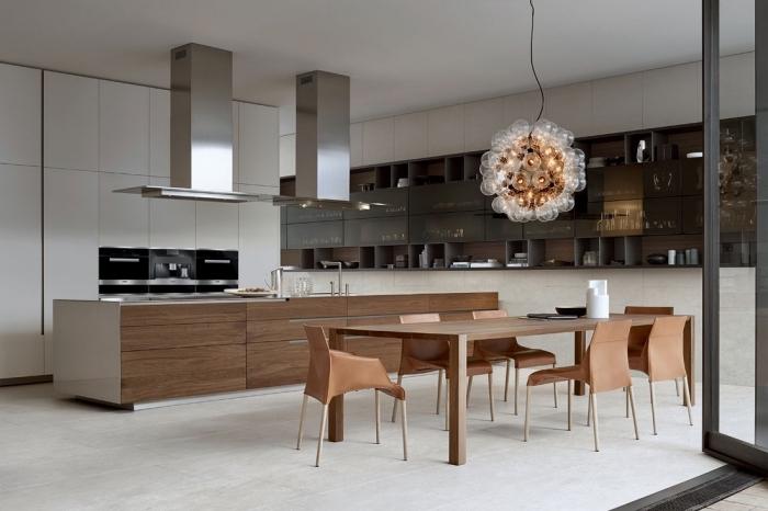 design intérieur moderne dans une cuisine ouverte et spacieuse, décoration cuisine blanc et bois avec accents noir mate