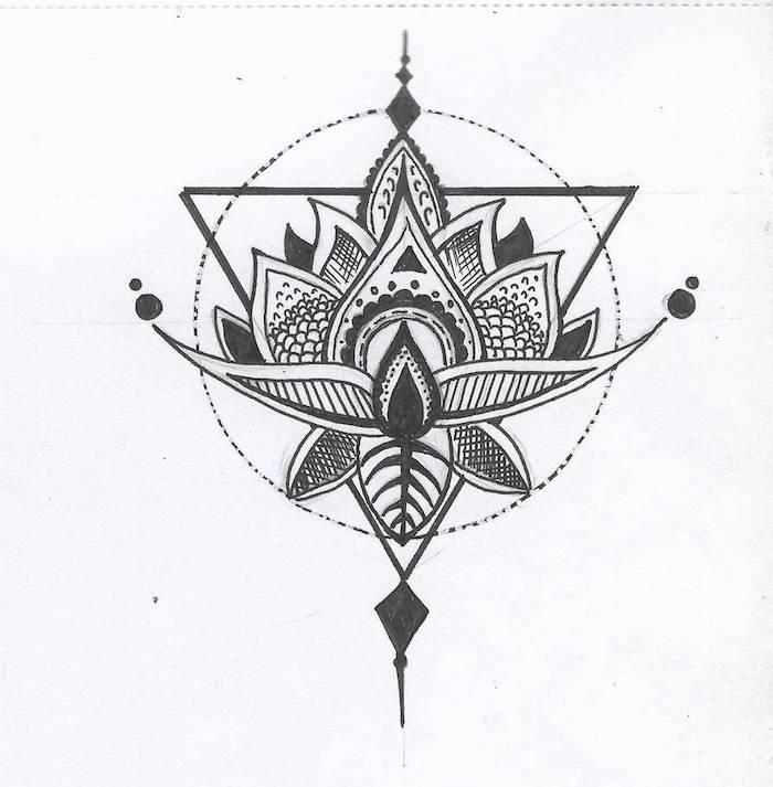 Cercle et triangle avec fleur au milieu tatouage original, modele tatouage femme fleur lotus