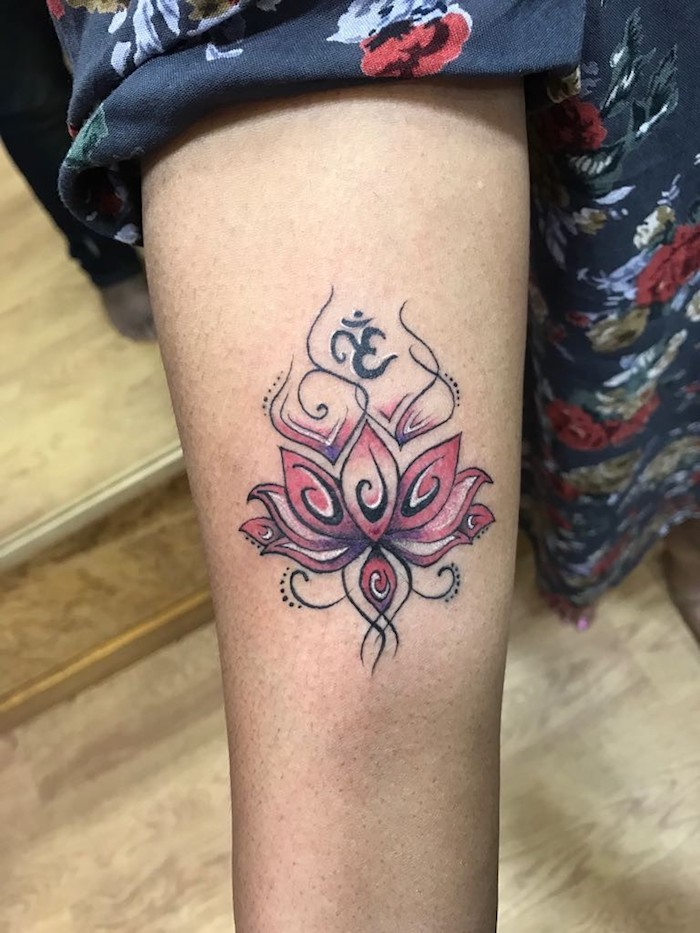 Fleur coloré rose et blanc encre tatouage fleur de lotus, les plus beaux tatouages du monde