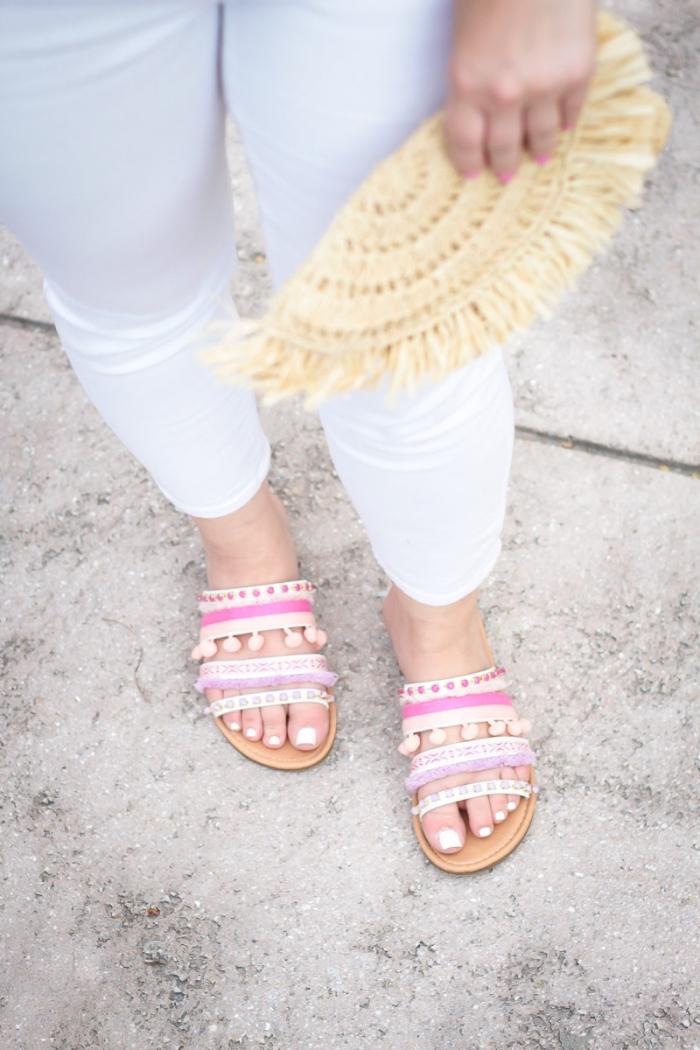 idée accessoires femme à faire soi-même, sandales femme 2019 plates, modèle sandales décorées avec pompons