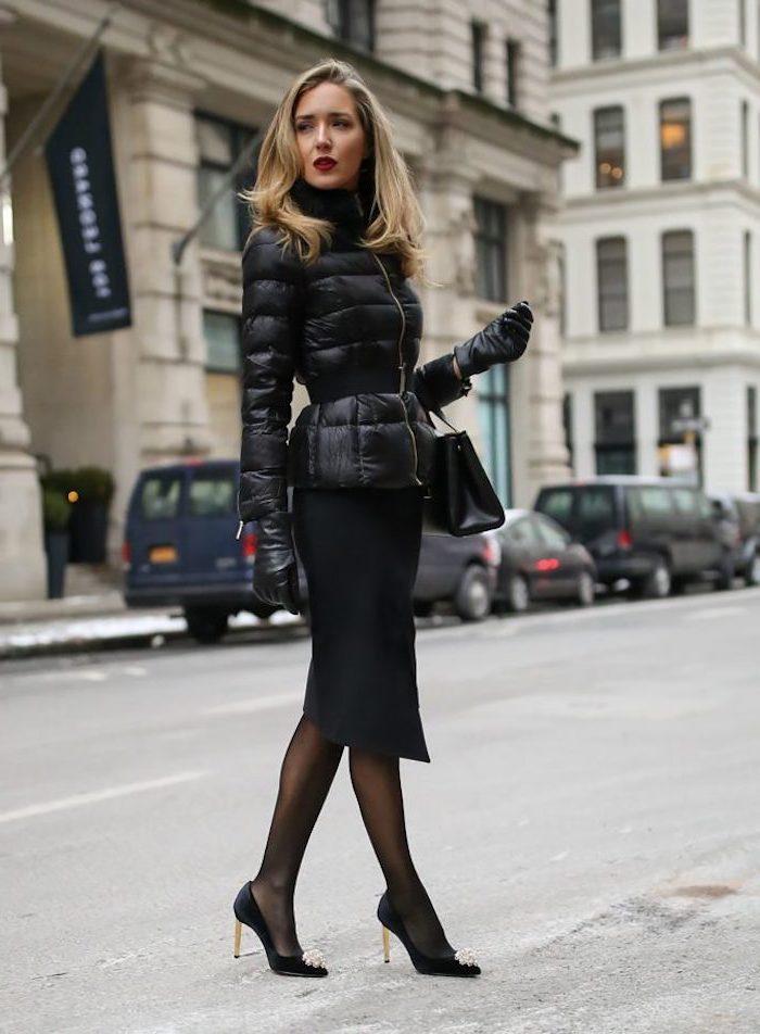 Noire tenue veste hiver, tendances automne hiver 2019 2020, comment s'habiller quand il fait froid, chaussures à talon