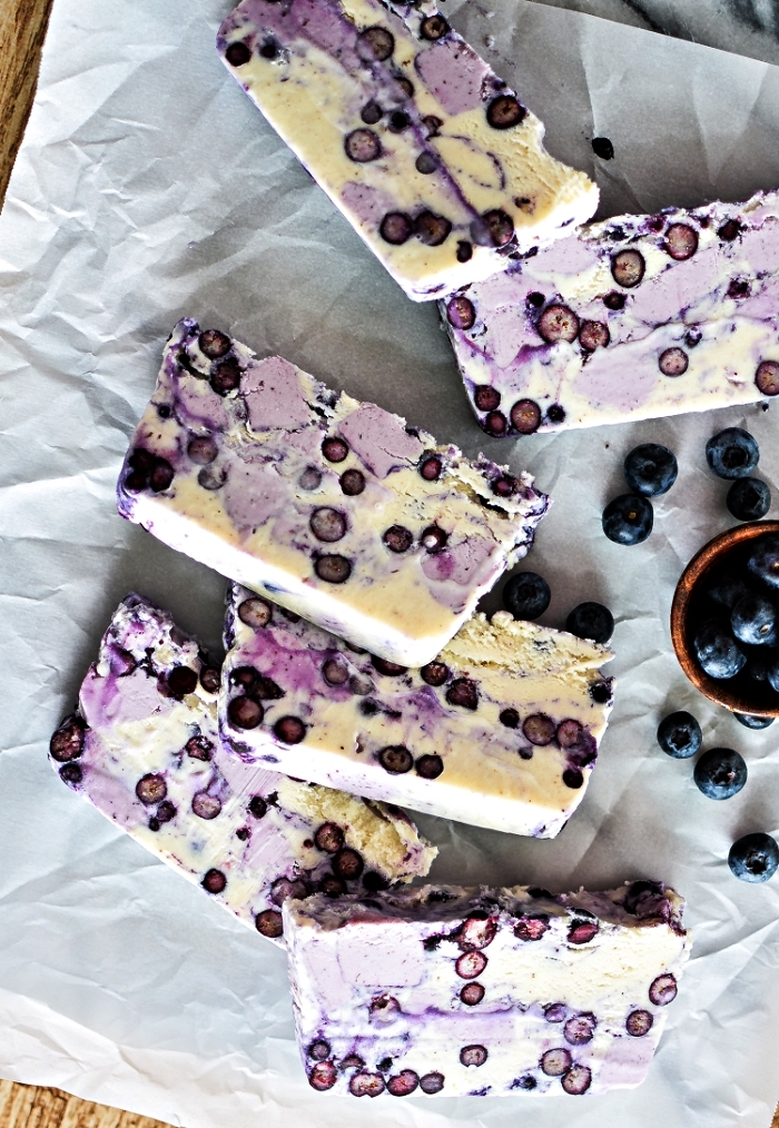 terrine glacée aux myrtilles et yaourt vanille, idée de dessert frais glacé pour l'été