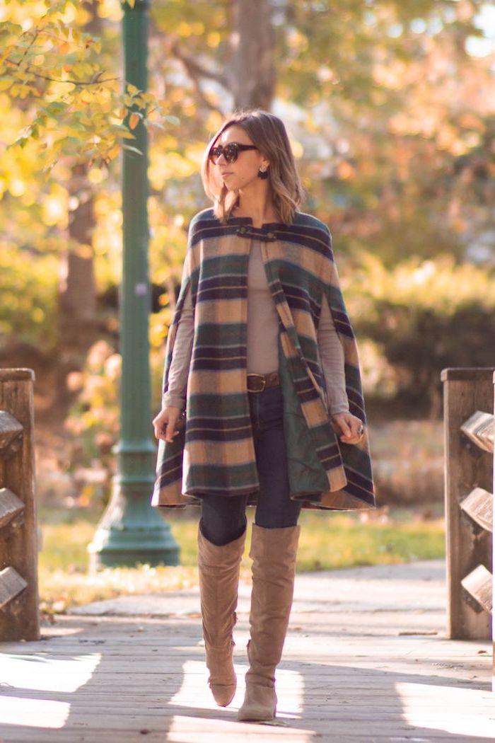 Manteau type cape carré, automne arbres, tendance automne hiver 2019 2020, idée tenue d'automne 2019