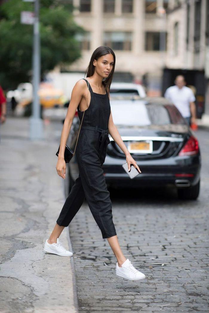 Noir pantalon salopette femme, tenue tendance automne 2019, idée tenue chic décontracté tout noir sauf les baskets blanches