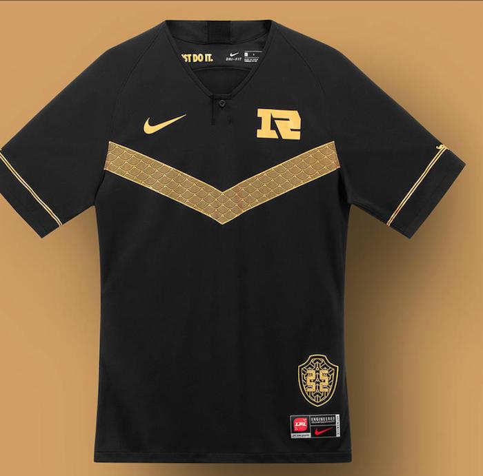 Nike a dévoilé le maillot officiel de l'équipe chinoise Royal Never GiveUp alias RNG de Pro League Of Legends