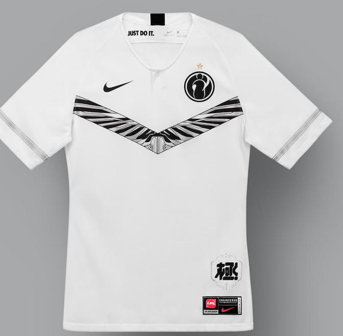L'équipe chinoise de Pro League Of Legends, Invictus Gaming, portera le maillot blanc et noir conçu par Nike, partenaire de la ligue
