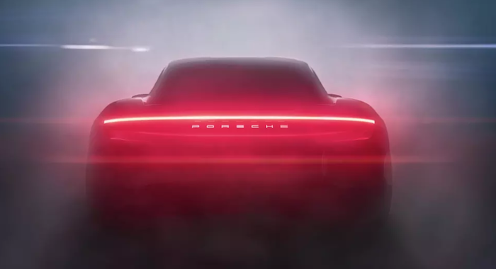 Vac ses 680 chevaux, la Taycan 100 électrique de Porsche devrait faire de l'ombre aux véhicules Tesla