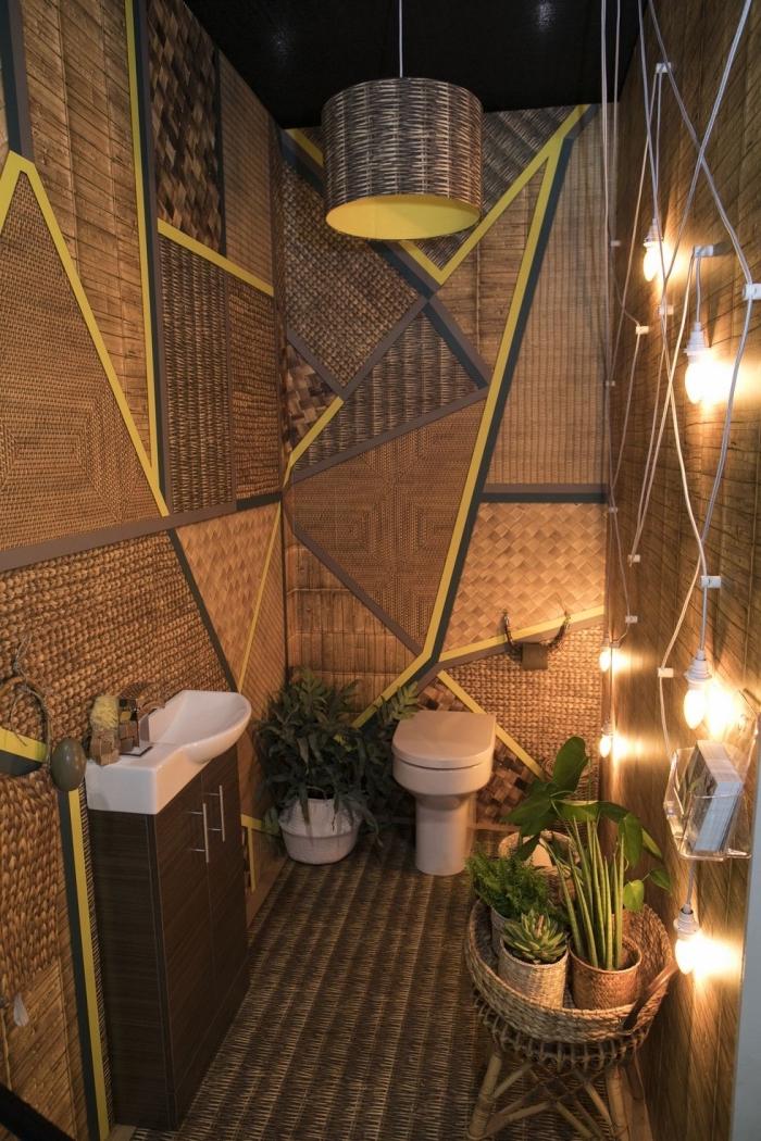 comment décorer ses wc espace limité, idée habillage mural wc en bois, exemple comment refaire ses toilettes