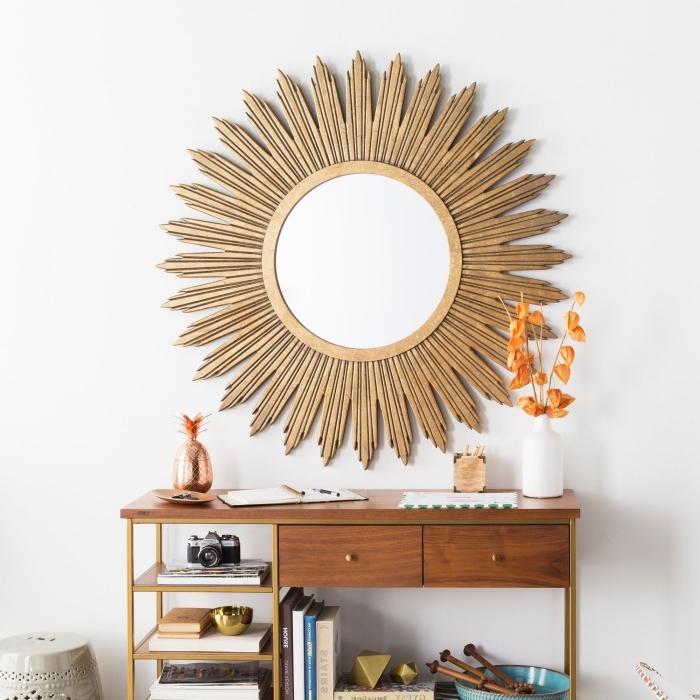 modèle de miroir en bois ovale, décoration chambre ado fille avec meubles en bois et accessoires à finition or