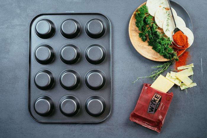 comment faire des tacos maison, astuce pour préparer des mini tacos à l'aide d'un moule à muffins à l'envers
