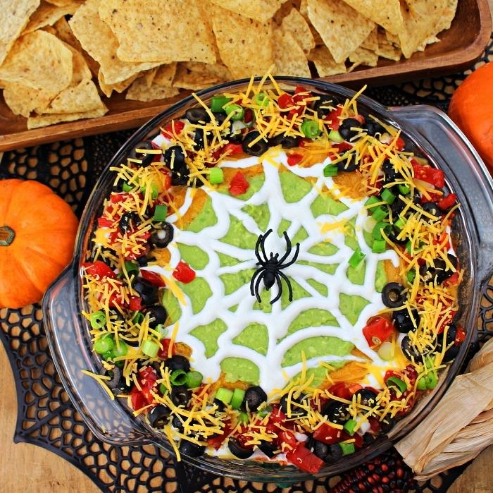 sauce à nachos façon toile d'araignée pour le repas halloween, sauce mexicaine d'halloween