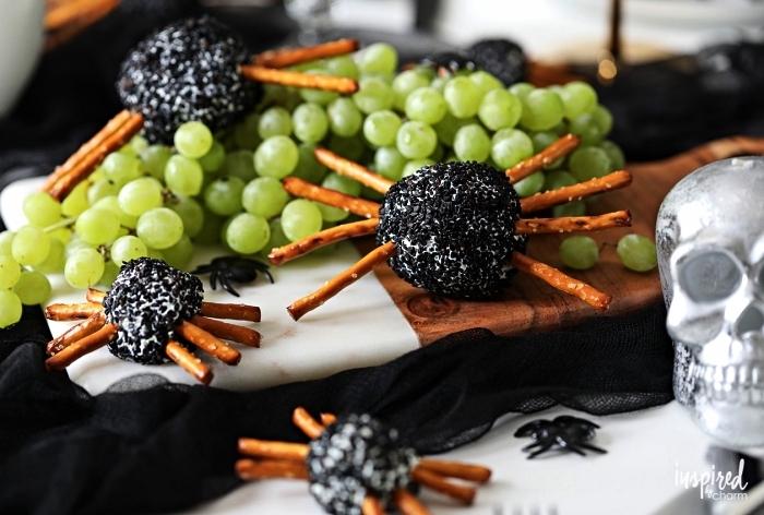 petites araignées au fromage, sésame noir et bretzels pour l'apéritif halloween, amuse-bouches apéritives pour halloween
