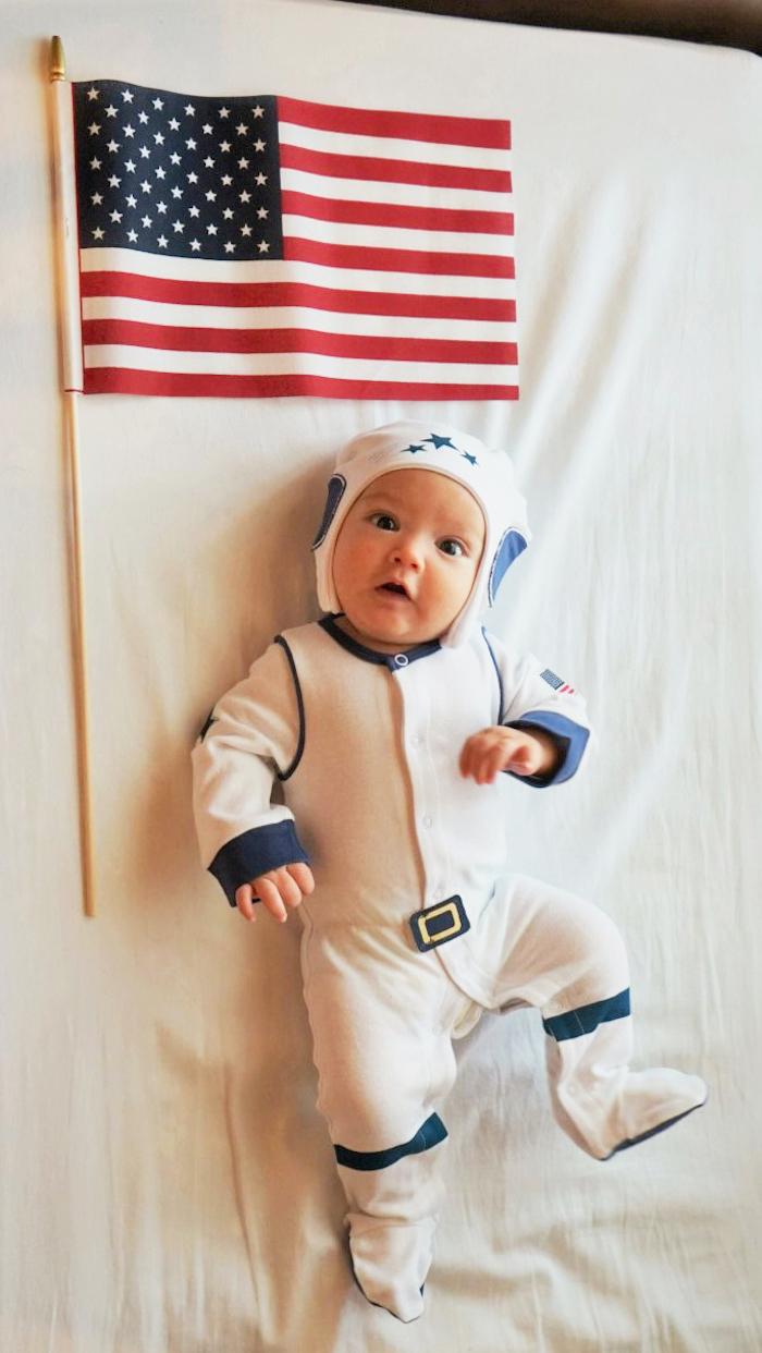 Astronaut deguisement bebe, cool idée de costume pour petit enfant, amusante photo bébé étonné