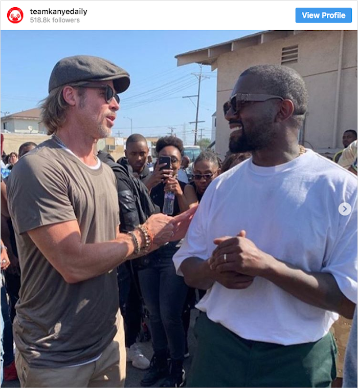 Brad Pitt a rendu visite à Kanye West lors du Sunday Service du dimanche 21 août à Watts, Californie