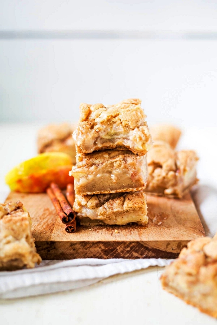 carrés de tarte aux pommes et à la cannelle, recette d'automne pour un dessert facile et rapide à base de pommes