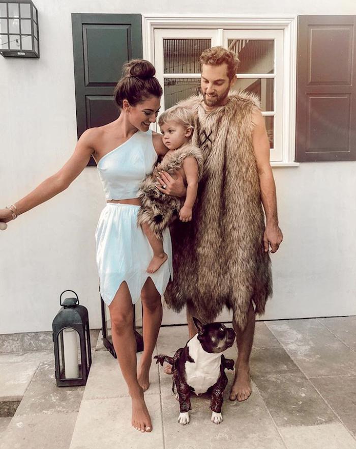 La famille Flintstone déguisement garçon bébé sa mère et son père, déguisement halloween pour bébé et toute la famille