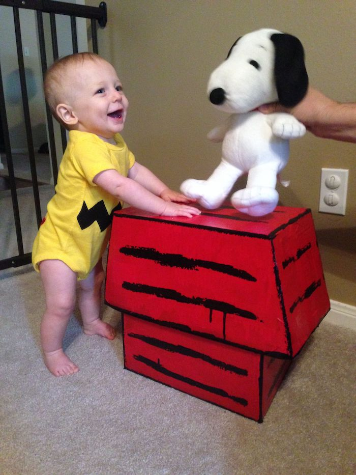 Snoopy et Charlie Brown déguisement bébé et chien en peluche, adorable idée déguisement pikachu, photo inspiration pour deguisement bebe