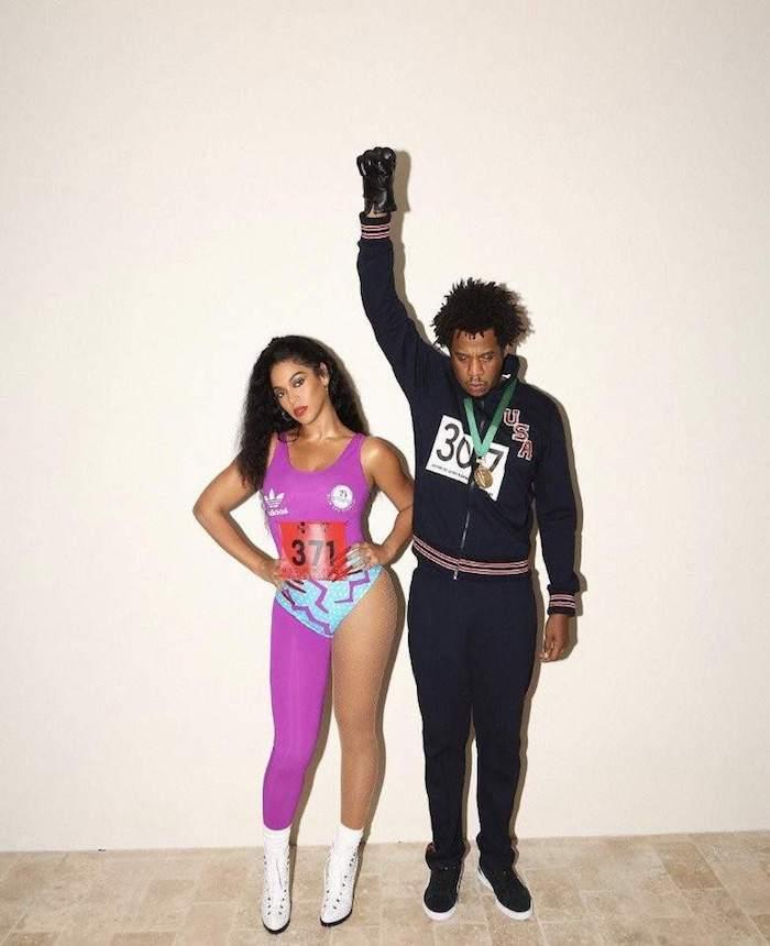 Beyoncé et jz tenue année 90, déguisement année 90 tenue rétro halloween, médalistes de sport