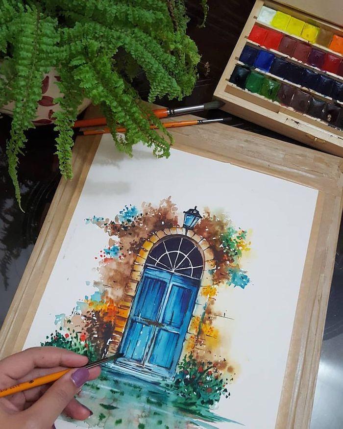 Porte bleue avec verdure autour, photo de dessin automne, comment dessiner une porte qui évoque l'automne