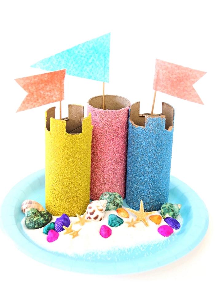 fabriquer un château à partir de rouleaux en papier toilette recycler et une assiette jetable, activité manuelle facile 3-5 ans sur le thème de l'été