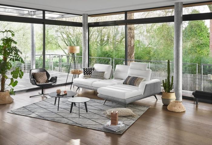décoration intérieure de style bohème et minimaliste avec matériaux bois et plantes vertes, modèle canapé de la marque Monsieur Meuble