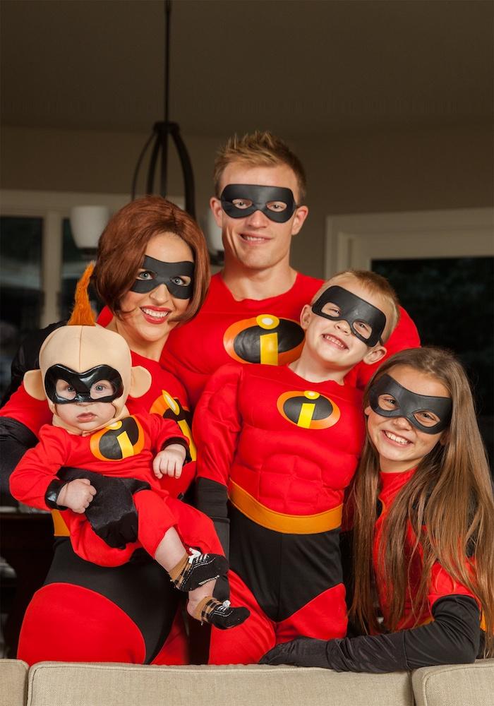 Famille déguisée comme les incroyables, costume rouge deguisement halloween garcon, cool costume pour les plus petits et les plus grands