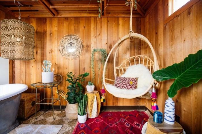 design intérieur style Jungalow, déco salle de bain exotique avec objets de Justina Blakeney miroir soleil Ayo