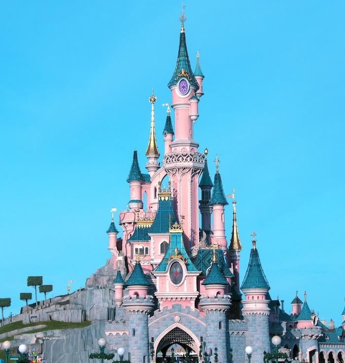 quelles sont les attractions disneyland principales, chateau de la belle au bois dormant disneyland paris visite sejour en famille