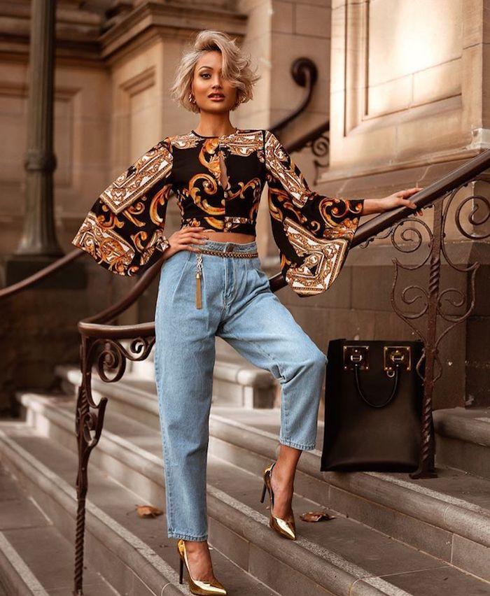 Momjeans et chemise stylée, comment porter jean carotte et chaussures à talon, pantalon ecossais femme, porter le pantalon carotte