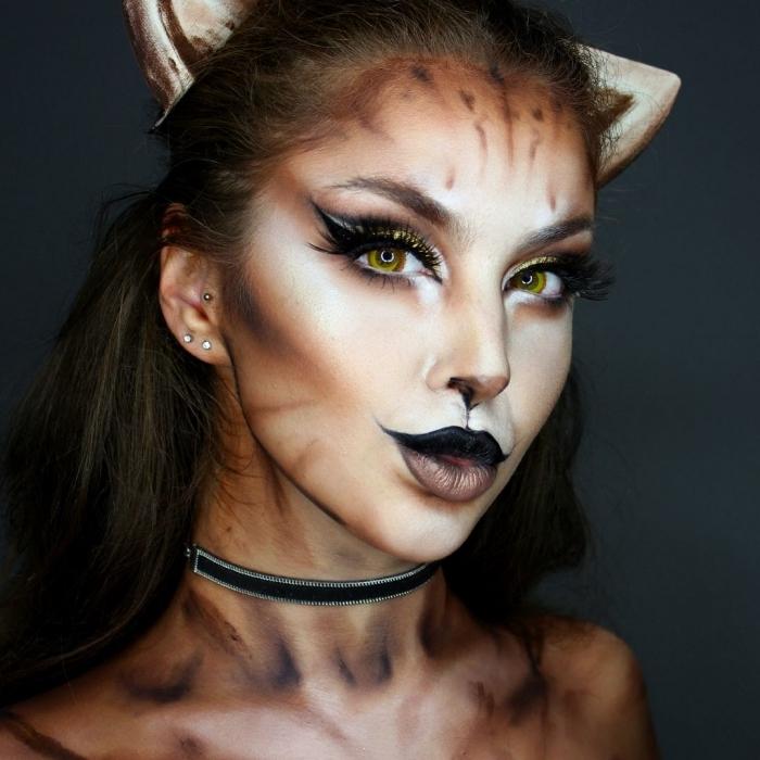 technique controuing pour maquillage halloween femme, idée maquillage femme en chat avec faux cils et eyeliner