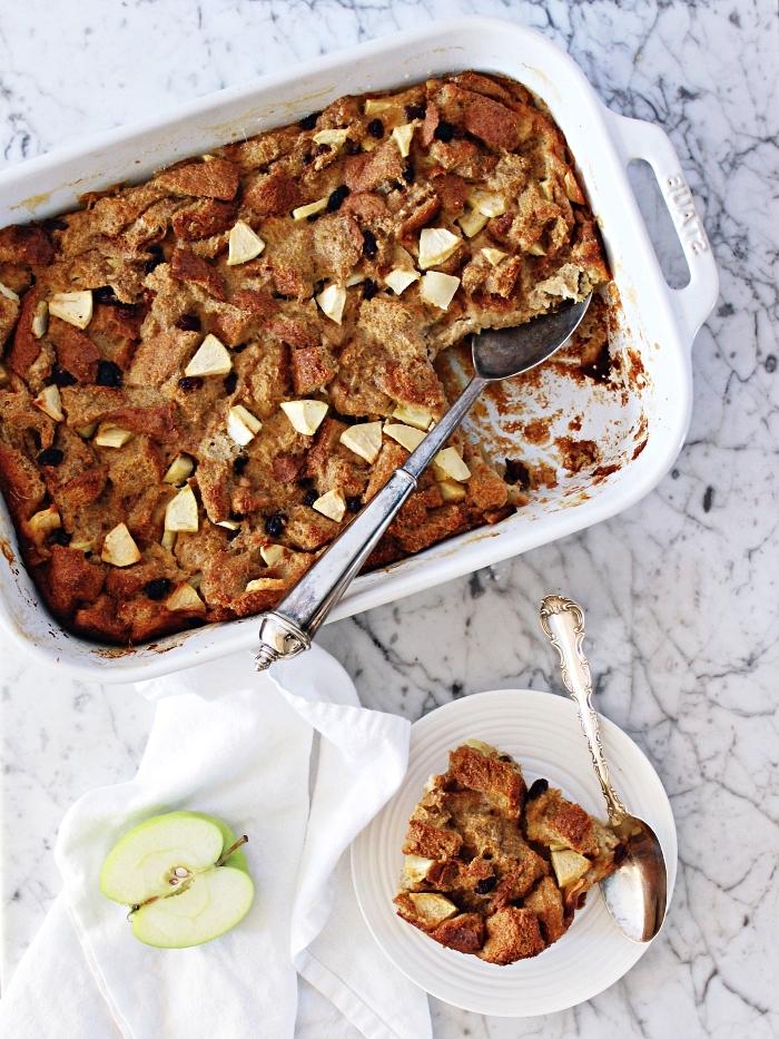 recette rapide de clafoutis aux pommes et à la cannelle, recettes d'automnes pour préparer un dessert réconfortant à base de pommes